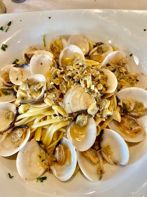 Linguini With Clams In White Wine Sauce